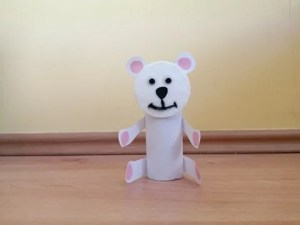 Niedźwiedź - praca plastyczna z wykorzystaniem rolki i płatka kosmetycznego