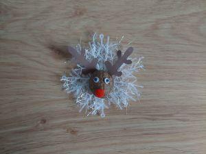 Renifer – ozdoba bożonarodzeniowa z wykorzystaniem skorupy od orzecha włoskiego