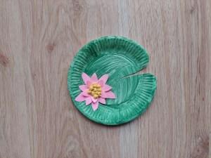 Lilia wodna - praca plastyczna z wykorzystaniem talerzyka papierowego