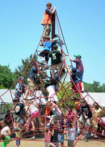 jugando piramide1 ¿Por qué es tan importante jugar?