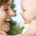 madreybebe 150x150 Juegos y juguetes para bebés de 0 3 meses