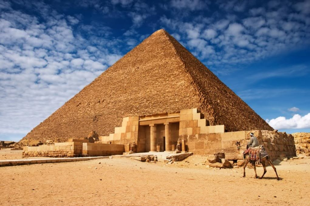 pyramids of giza egypt - what 7 wonders of the world