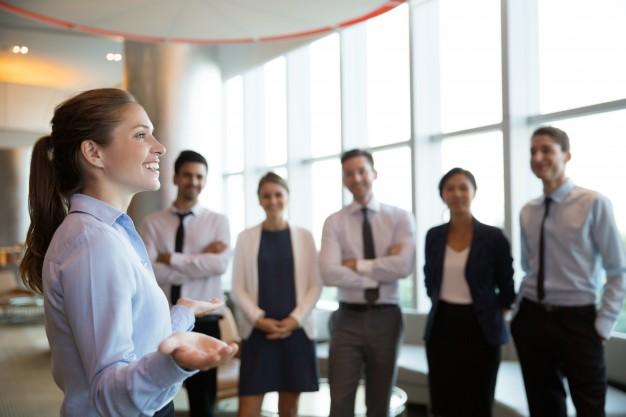 فريق العمل المناسب كيفية اختياره وعوامل إدارته بشكل فعال