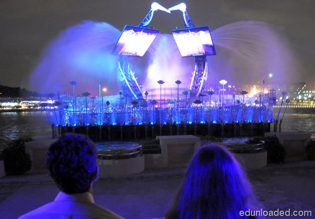 crane fountain