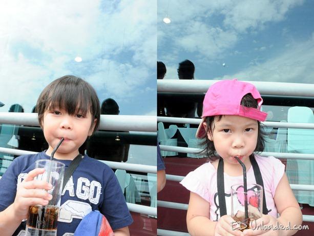 kids at air show