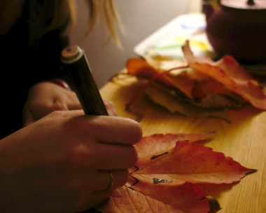 Décoration Halloween à base de feuilles mortes