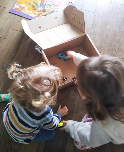 Jouer avec un carton
