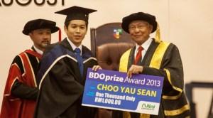Choo Yau Sean, Nilai University Accounting & Finance degree graduate wins the BDO Award