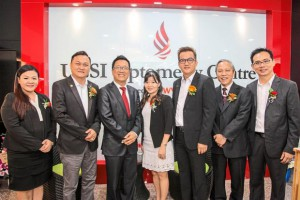 Dato' Peter Ng, Chairman of UCSI Group together with the Team from Focus World Vision Care Group during the launch of the UCSI Optometry Centre.(left – right) France Lim, Dato' Tony Looi, Dato' Peter Ng, Ishan Goh, Alan Chong, Wong Gon Khiang, and Louis Chan
