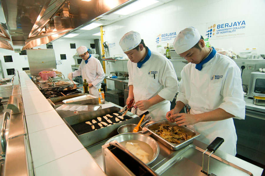 Study at the Best Private Colleges & Universities for Diploma Culinary Arts Diploma in Malaysia
