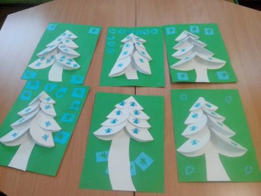 Choinka z origami Dzień Drzewa Dzień Ochrony Środowiska Dzień Ziemi Izabela Kowalska Nauka kształtów Prace plastyczne Prace plastyczne (Dzień drzewa) Prace plastyczne (Dzień Ziemi) Święta Zima (Prace plastyczne)