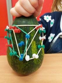 Szpileczkowa rączka Jesień Joanna Lewandowska Kreatywnie z dzieckiem Prace plastyczne (Jesień)