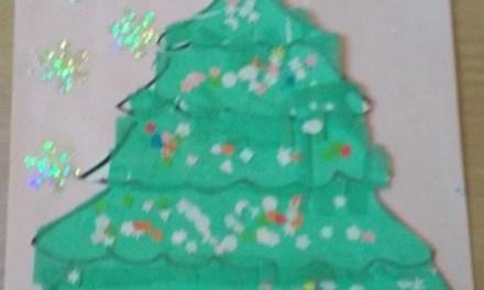Choinki z zielonej bibuły
