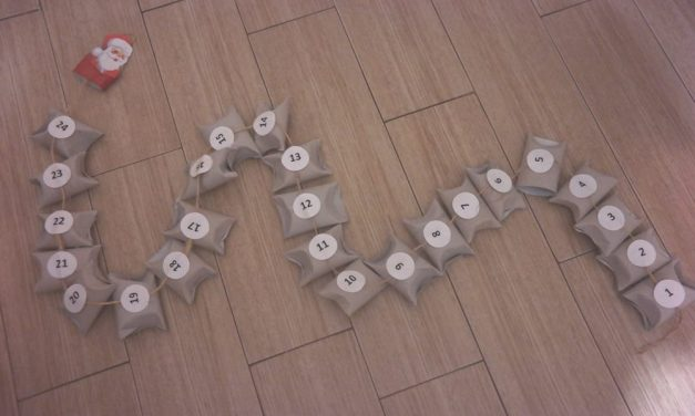 Kalendarz adwentowy z rolek po papierze