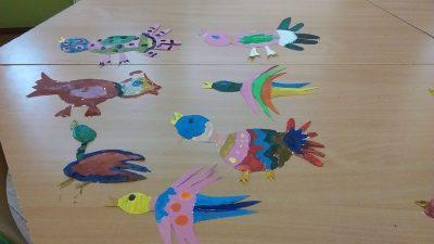 Kolorowe ptaki na sznurku Izabela Kowalska Jesień Kreatywnie z dzieckiem Międzynarodowy Dzień Ptaków Prace plastyczne (Dzień Zwierząt) Światowy Dzień Zwierząt Wiosna Zwierzęta