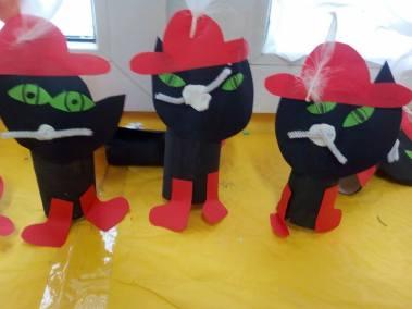 Koty w butach na rolce Dzień postaci z bajek Monika Okoń Prace plastyczne Prace plastyczne (Dzień Postaci z Bajek) Światowy Dzień Kota Zwierzęta (Prace plastyczne)