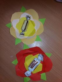 Kwiatek z cukierkiem Dzień Babci i Dziadka Dzień Edukacji Narodowej Dzień Matki Dzień Taty Joanna Lewandowska Kreatywnie z dzieckiem Rośliny Wiosna