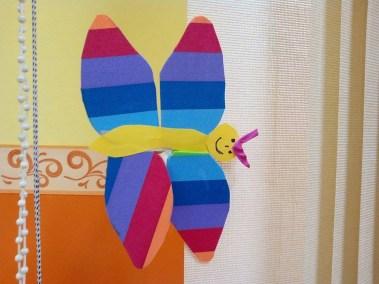 Motylek z kolorowych pasków Jesień (Prace plastyczne) Lato Monika Okoń Prace plastyczne Prace plastyczne (Dzień Zwierząt) Światowy Dzień Zwierząt Wiosna (Prace plastyczne) Zwierzęta (Prace plastyczne)