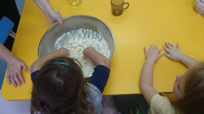 Puchowe babeczki z mąki Aneta Grądzka-Rudziak Dzień Piekarzy i Cukierników Prace plastyczne Prace plastyczne (Dzień Piekarzy i Cukierników)
