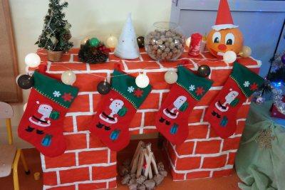 Świąteczny kominek z kartonów Aneta Grądzka-Rudziak Boże Narodzenie Dekoracje (Boże Narodzenie) Kreatywnie z dzieckiem Prace plastyczne (Boże Narodzenie) Święta Zima