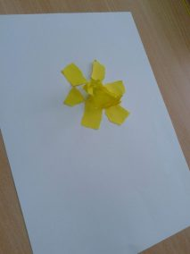 Żonkile z bibuły Dzień Edukacji Narodowej Jesień Lato Marlena Wrońska Prace plastyczne Prace plastyczne (Dzień Edukacji Narodowej) Prace plastyczne (Jesień) Prace plastyczne (Lato) Rośliny (Prace plastyczne) Wiosna (Prace plastyczne)