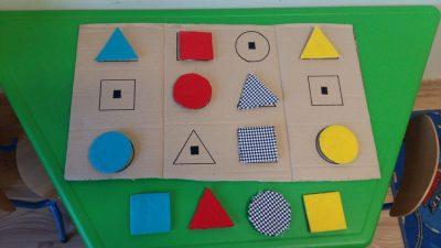 Dopasuj kształty Dzień Matematyki Katarzyna Kołodziejska Nauka kształtów Pomoce dydaktyczne Zabawy matematyczne (Dzień Matematyki)