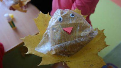 Ptaszek z liści Aneta Grądzka-Rudziak Jesień Jesień (Prace plastyczne) Międzynarodowy Dzień Ptaków Prace plastyczne Prace plastyczne (Dzień Zwierząt) Prace plastyczne (Jesień) Światowy Dzień Zwierząt Zwierzęta (Prace plastyczne)