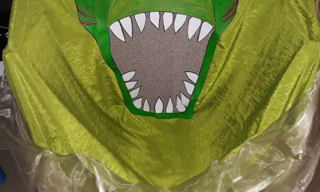 Fotobudka z kartonu na Dzień Dinozaura