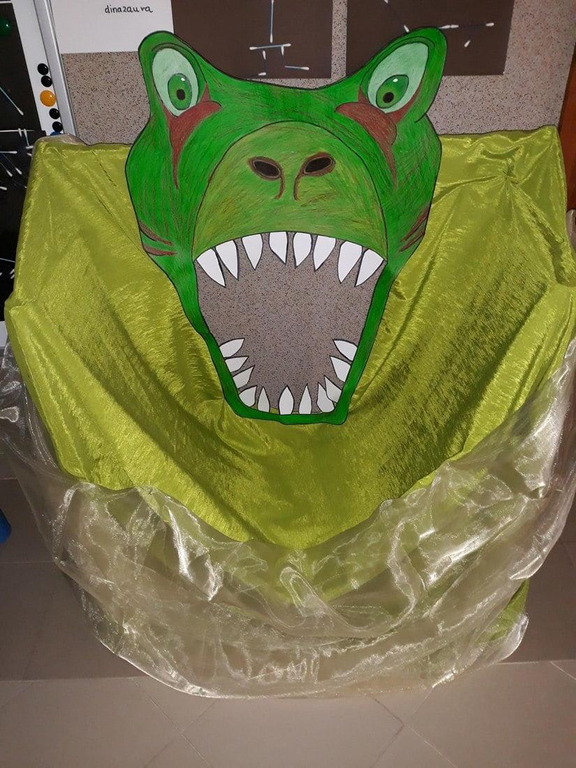 Fotobudka z kartonu na Dzień Dinozaura Dzień Dinozaura Kreatywnie z dzieckiem Małgorzata Wojkowska