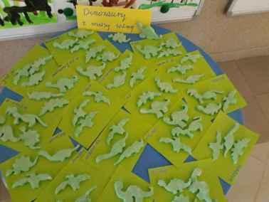 Dinozaury z masy solnej Dzień Chemika Dzień Dinozaura Małgorzata Wojkowska Prace plastyczne Prace plastyczne (Dzień Dinozaura)