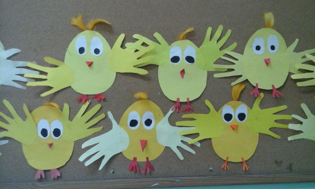 Kurczaczki ze skrzydełkami z odrysowanych rączek Anna Kowalska Kreatywnie z dzieckiem Prace plastyczne Prace plastyczne Światowy Dzień Zwierząt Zwierzęta