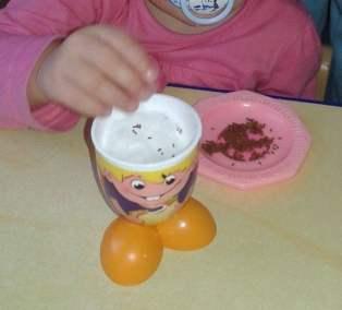 Sianie rzeżuchy Dominika Kobylak Kreatywnie z dzieckiem Prace plastyczne Wielkanoc Wiosna