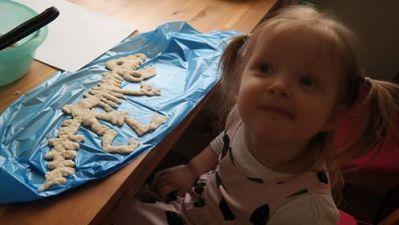 Szkielet dinozaura z masy solnej Aneta Grądzka-Rudziak Dzień Chemika Dzień Dinozaura Kreatywnie z dzieckiem