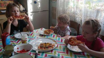Dziecięca pizza Aneta Grądzka-Rudziak Prace plastyczne