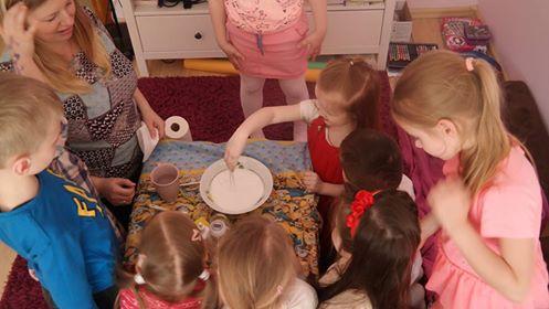 Krochmalowy duszek - eksperyment Aneta Grądzka-Rudziak Kreatywnie z dzieckiem