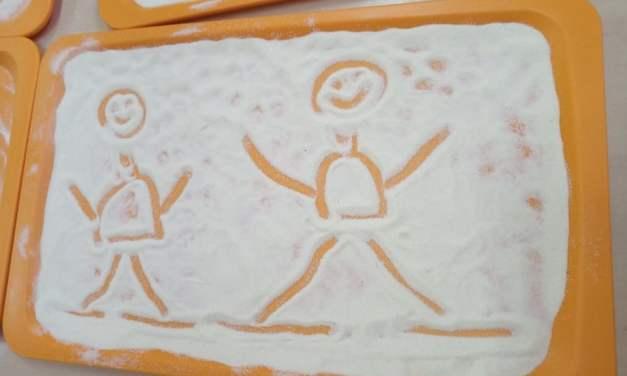 Malowanie na kaszy mannie
