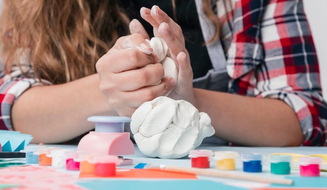 11 domowych i łatwych przepisów na masy plastyczne