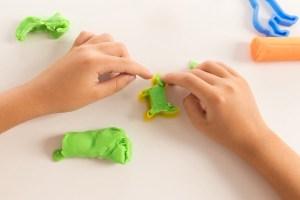 13 przepisów na jadalne masy plastyczne Artykuły