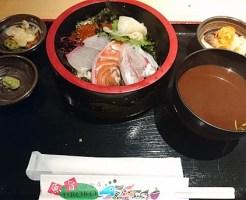 魚が旨い謎の店。UROKO 海鮮丼定食