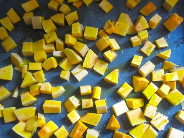 Pompoenblokjes roosteren
