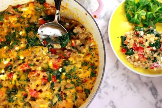 Lichte macaroni met spinazie en paprika