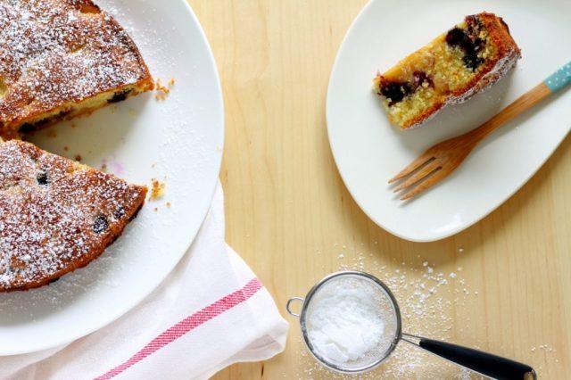 Cake met nectarine en bosbessen / www.eenlepeltjelekkers.be
