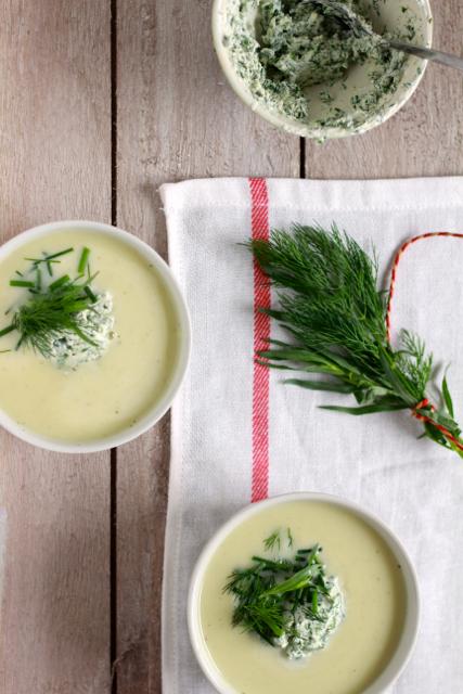 Courgette-komkommersoep met kruidenroom / www.eenlepeltjelekkers.be