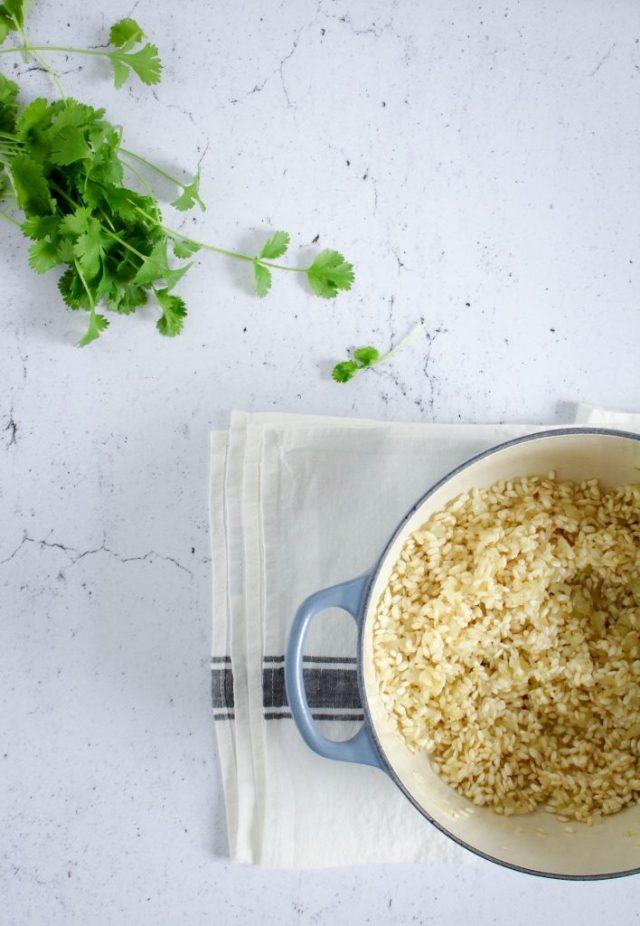 Ui, look en rijst aanstoven / www.eenlepeltjelekkers.be
