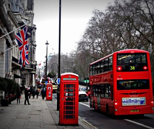 KUUM: Inglismaal on koroonaga nakatumised hüpanud kõrgustesse, valmistutakse uueks suureks karantiiniks, haiglates tehakse ruumi koroonapatsientidele