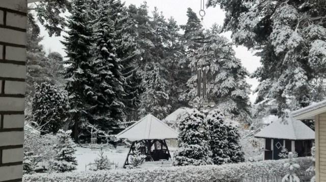 Suur ilmaerinevus Soomes: Lapimaal sadas lund, lõunaosas rekordsoe