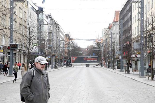KUUM: Tamperes blokeeriti tänavad veoautodega