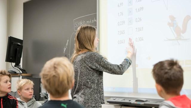 Espoos keelati õpetajatele tehtavad kingitused