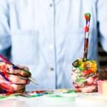 Soomes läheb börsile kahe teismelise venna suvetööna alustanud maalrifirma – kõige suurem puudus on töötajatest
