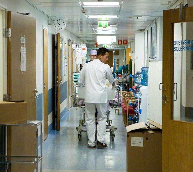 Helsingi haiglates laiaulatuslik sidekatkestus, inimestel tuleb varuda kannatust